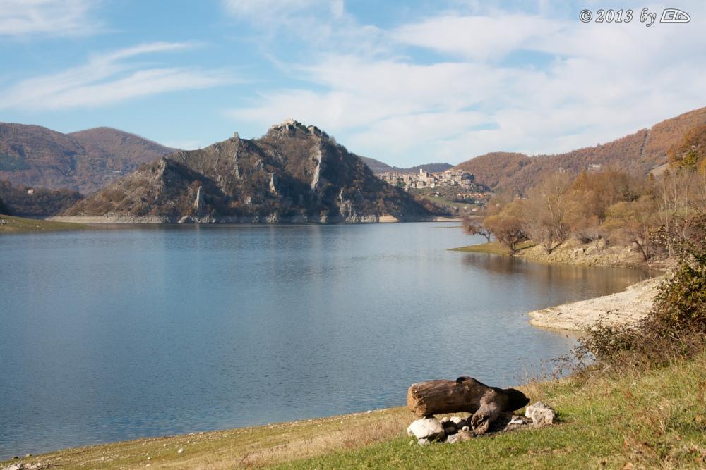 Da orvinio all aquila lago del turano e lago del salto for Case di legno del paese del lago