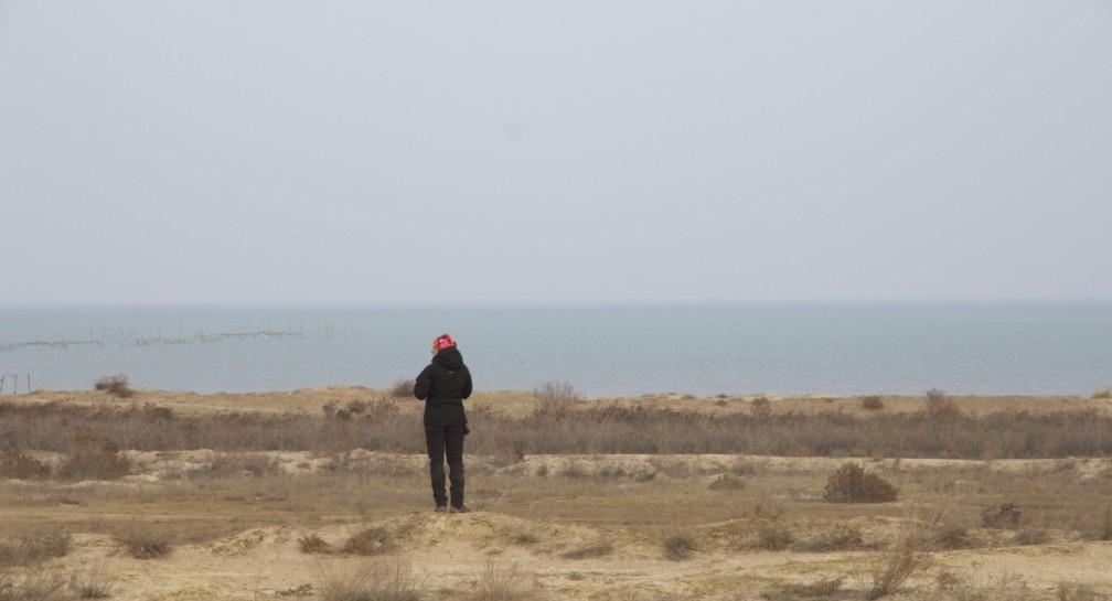 Con le mani nel Mar Caspio image
